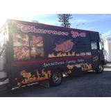 envelopamento de food truck de churrasco Jockey Club