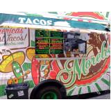 serviço de envelopamento de food truck com logo Vila Medeiros
